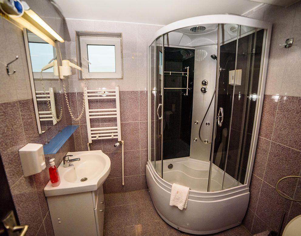 Baie - Camera Dubla Standard - Hotel Elite Turnu Severin