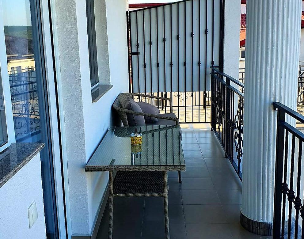 Balcon si Vedere la Piscina Hotel Elite Turnu Severin